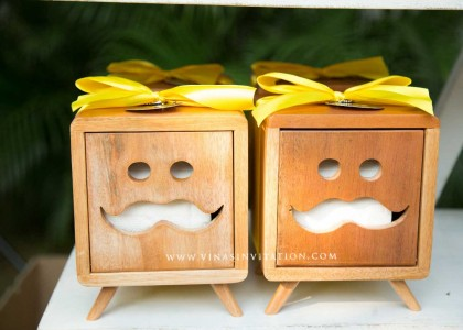 Souvenirs Wooden tissue box